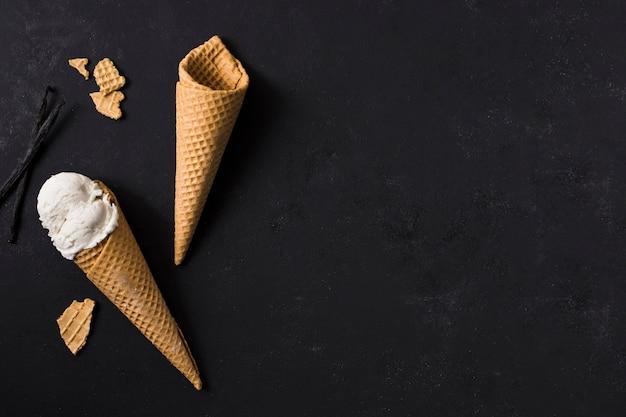 Cones de sorvete vista superior, com espaço de cópia