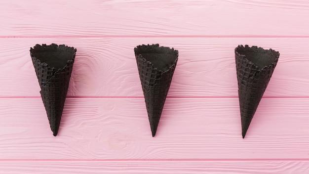 Cones de waffle de carvão não preenchidos