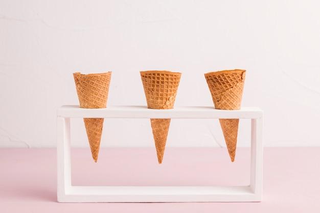 Cones de waffle no suporte