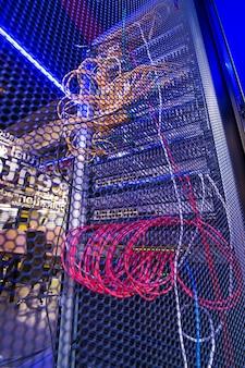 Conexão de alta velocidade da malha da porta do gabinete do servidor ao servidor de dados via protocolos ethernet