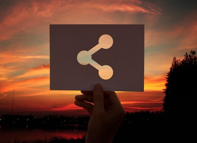 Conexão de compartilhamento de papel perfurado em rede on-line