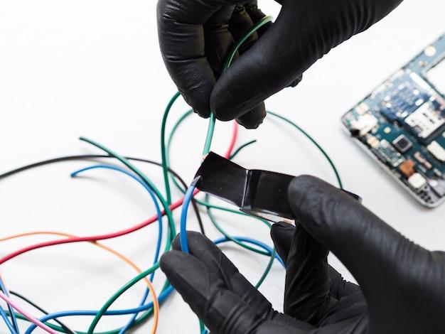 Conexão de fios isolantes com fita