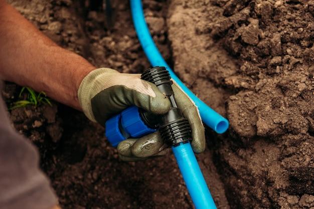 Conexão e instalação de mangueiras para sistema de irrigação