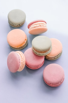 Confeitaria de confeitaria e conceito de marca macarons franceses em fundo azul parisiense chique café sobremesa doce comida e bolo macaron para confeitaria de luxo design de cenário de férias