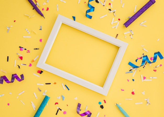 Confete de aniversário com moldura
