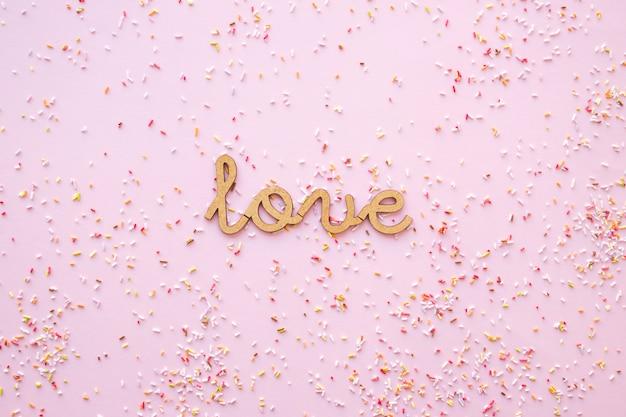 Confete em torno de escrever amor