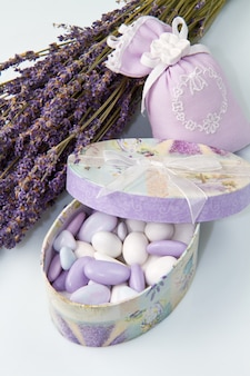 Confetti de amêndoa com flor de lavanda