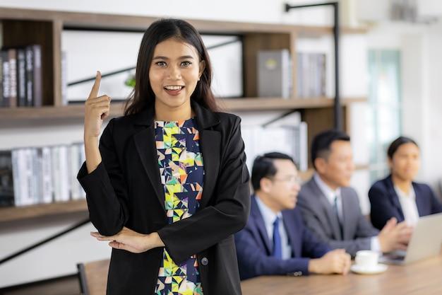 Confiança asiática empresária