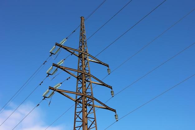 Confie nas linhas de energia com cabos.