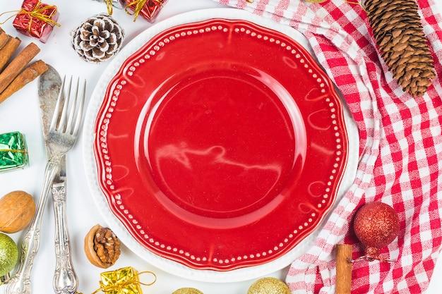 Configuração da mesa de natal com decorações de natal