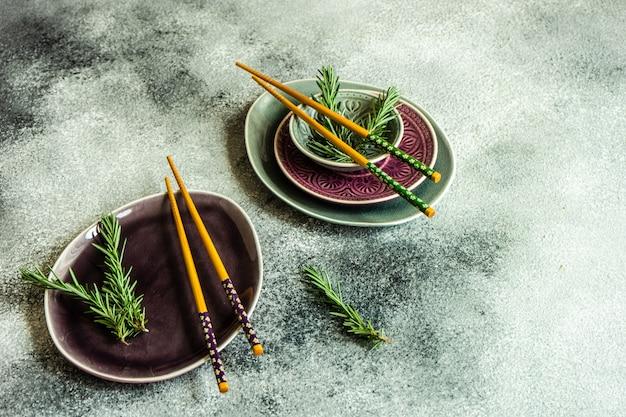 Configuração de mesa asiática com pauzinhos