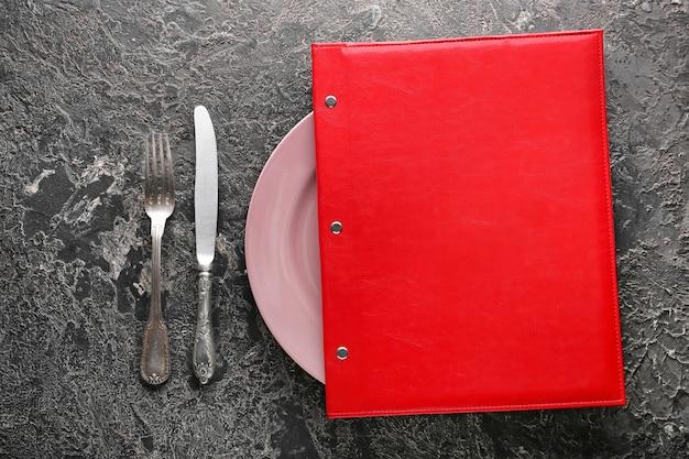 Configuração de mesa com menu em cinza
