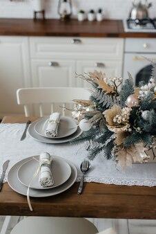 Configuração de mesa de natal. decoração de férias.