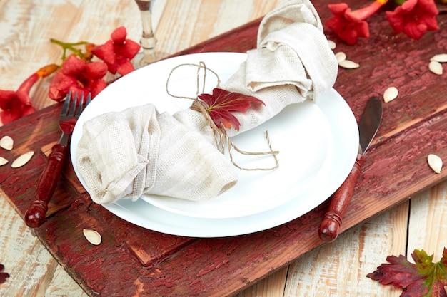 Configuração de mesa de outono para celebração do dia de ação de graças
