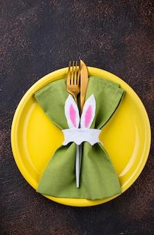 Configuração de mesa de páscoa na cor verde