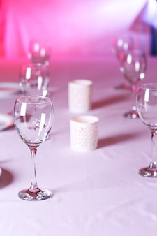 Configuração de mesa em restaurante