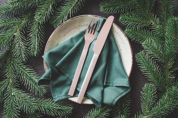 Configuração de mesa festiva de natal em estilo rústico