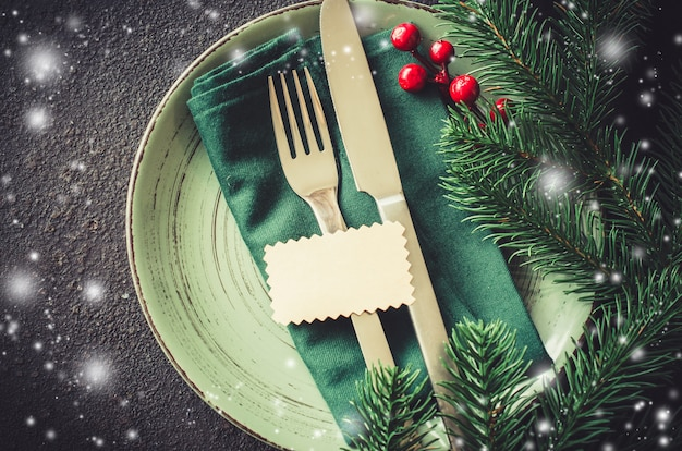 Configuração de mesa festiva de natal.