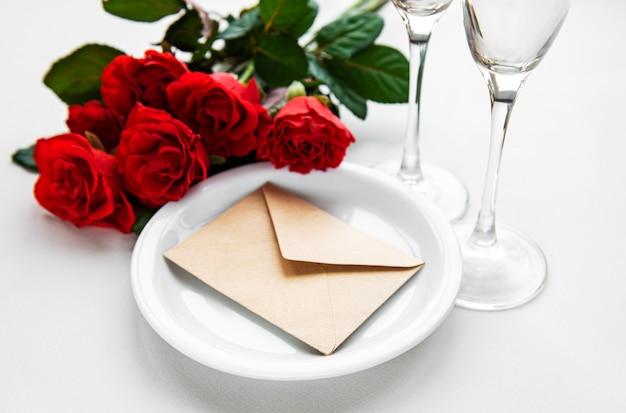 Configuração de mesa romântica dia dos namorados