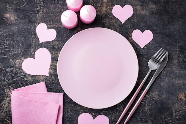 Configuração de mesa rosa dia dos namorados