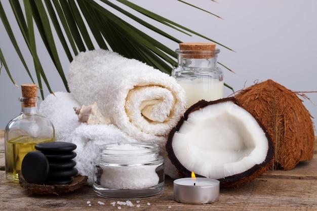 Configuração de spa e itens de cuidados de saúde, coco, óleo corporal, sal de banho, mi