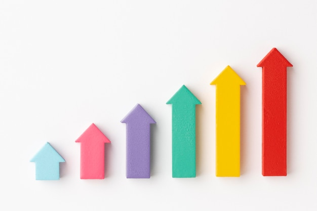 Configuração plana da apresentação de estatísticas com gráfico e setas