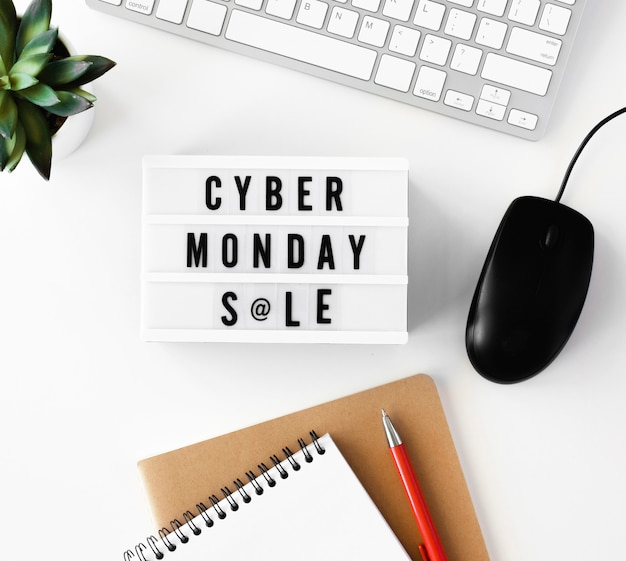 Configuração plana da caixa de luz para cyber segunda-feira com teclado e mouse