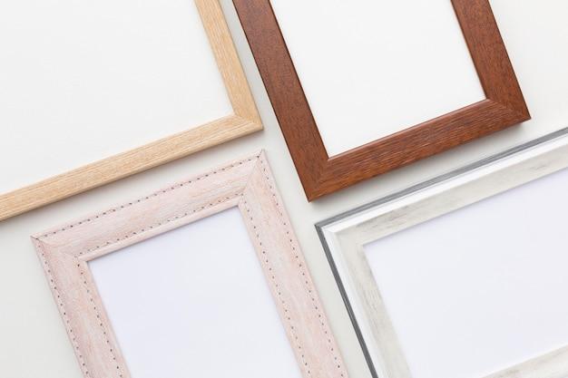 Configuração plana de arranjo de molduras de madeira