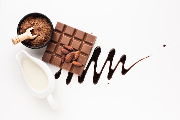 Configuração plana de chocolate e molho