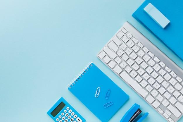 Configuração plana de teclado e bloco de notas