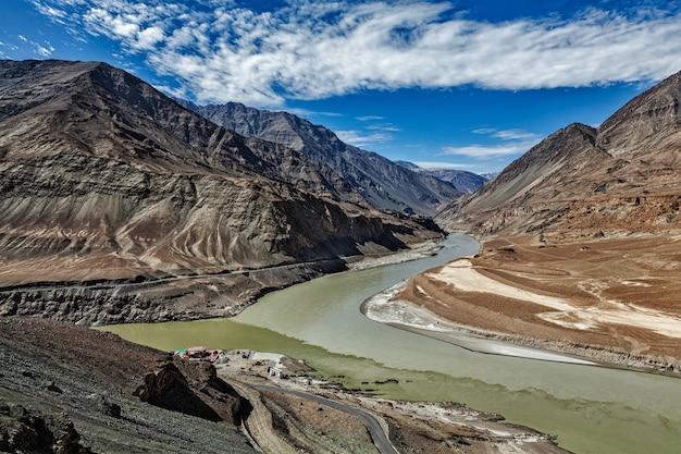 Confluência dos rios indus e zanskar, ladakh