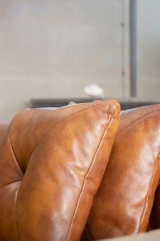 Confortável espaço de trabalho compartilhado em estilo loft interior