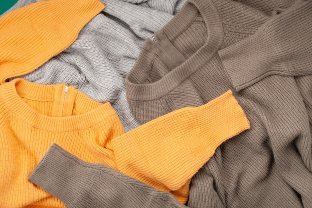 Confortável inverno roupas de compras, venda, estilo na idéia de cores da moda