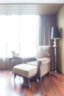 Confortável poltrona com fundo janela brilhante