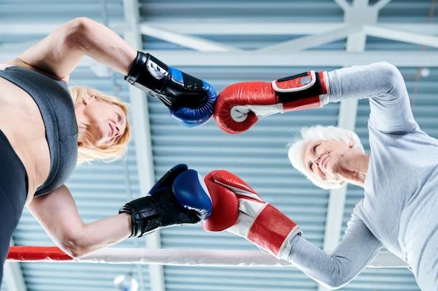 Confronto no ringue de boxe