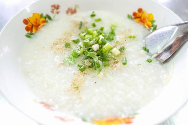 Congee de porco, mingau de arroz, comida tailandesa, comida asiática