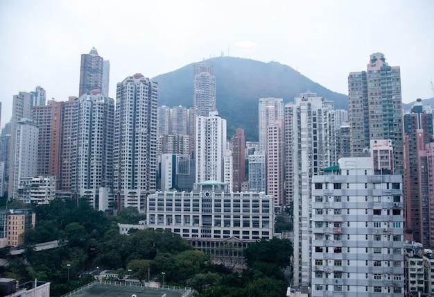 Congestionado apartamentos altos em hong kong