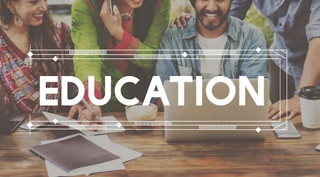 Conhecimento acadêmico da educação da escola dos estudantes