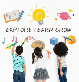 Conhecimento educacional, explorar aprender, crescer na escola Foto gratuita