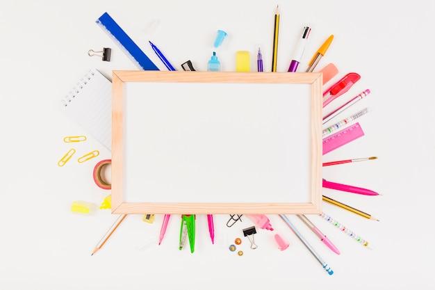 Conjunto colorido de material escolar ou escolar