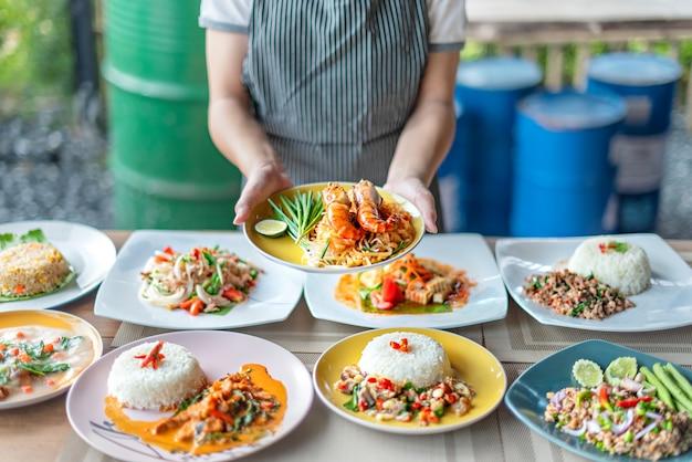 Conjunto completo de comida asiática