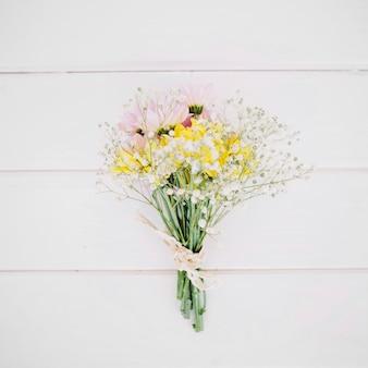 Conjunto composto de flores macias