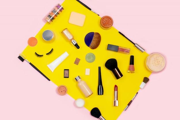 Conjunto cosmético decorativo. fundo de ferramentas de cosméticos maquiagem