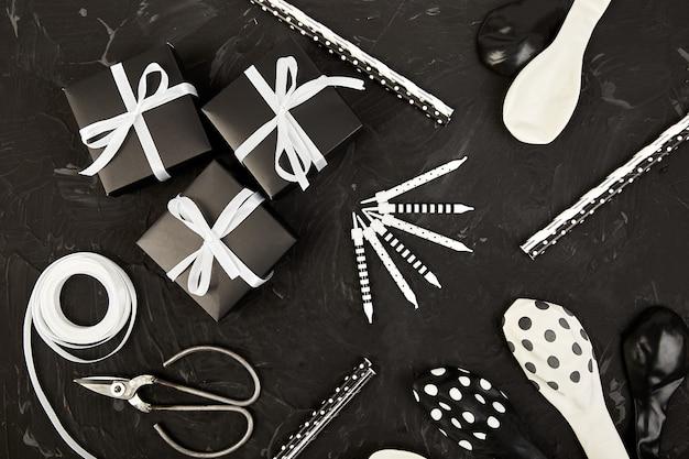Conjunto de acessórios de aniversário ou festa com caixas de presente