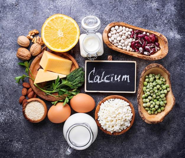 Conjunto de alimentos ricos em cálcio.