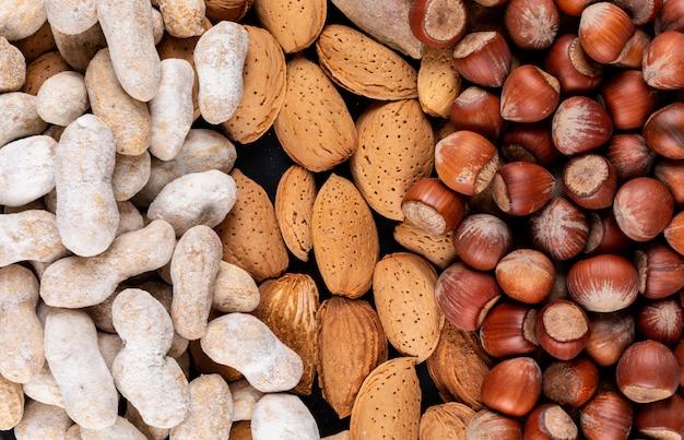 Conjunto de amendoim, avelã e amêndoa close-up