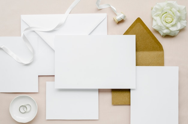 Conjunto de artigos de papelaria de casamento simples plana leigos