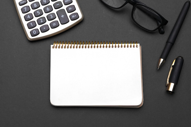 Conjunto de artigos de papelaria de escritório e suprimentos, vista superior