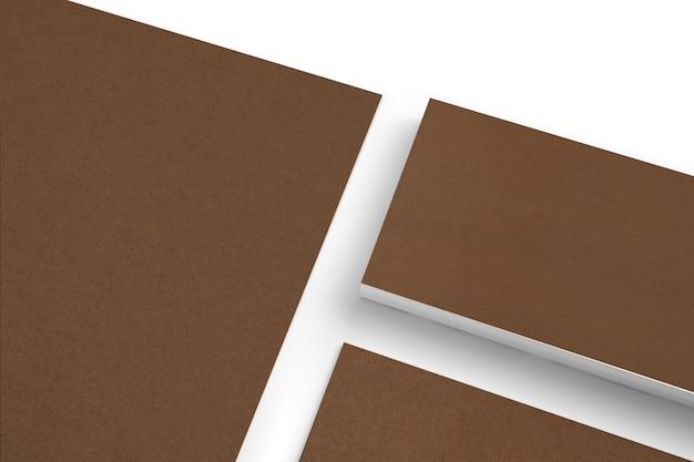 Conjunto de artigos de papelaria de papel em branco da caixa isolado na vista branca clode-up
