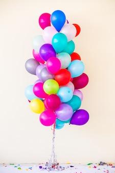 Conjunto de balões coloridos